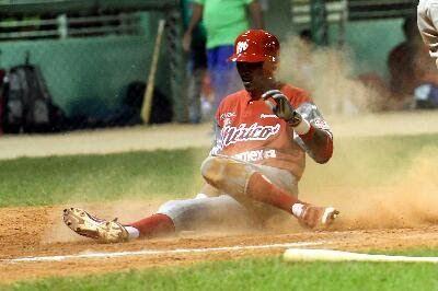 La Habana, Cuba. - En buen duelo de picheo, los Orientales de Cuba ganaron el encuentro 2-1 ante los Diablos Rojos. Ulfrido García ganó el ...