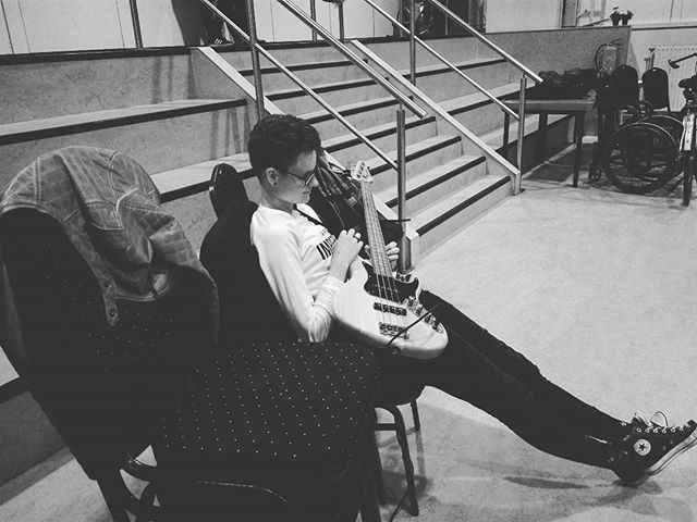 Reposting @backlandtheband: Waiting for your moment to shine like #backlandtheband #backstage #lamascotte #opera #operette #busy #waiting #patience #poprock #rock #electropop #bass #bassplayer #richwood #classic #rehearsal #emmeloord #netherlands #love #concert #theater #classic #musical #music #livemusic #live #show #performance #musica #showmustgoon