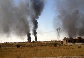 4-May-2015 22:03 - IS OMSINGELT TROEPEN IN GROOTSTE RAFFINADERIJ VAN IRAK; VOEDSEL RAAKT OP. Iraakse troepen die vastzitten in de grootste olieraffinaderij van Irak hebben dringend hulp nodig. Ze zijn omsingeld door terreurgroep Islamitische Staat en hebben bijna geen voedsel meer. De militairen, politieagenten en speciale eenheden hebben om versterking gevraagd, maar die laat vooralsnog op zich wachten. Een politieman laat tegenover persbureau Reuters weten dat drinkwater en munitie in...