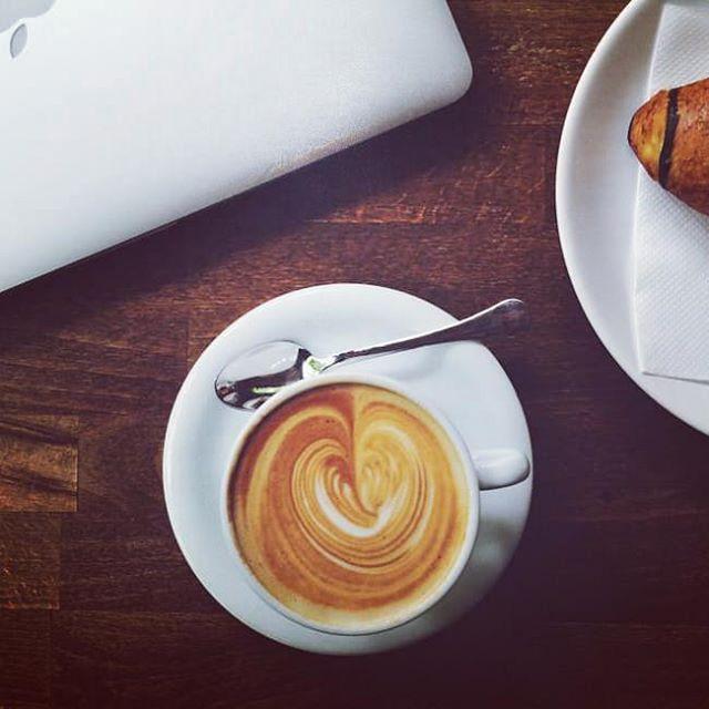 Вечерний кофе ☕   #кофе #кофеминск #вечер #холод #круасан #кружка #вечернийкофе #кофейня #кофейни #минск #ароматныйкофе #вкусныйкофе #кафе #кафеминск #лучшийкофе #кофессобой #беларусь #coffee #bestcoffee #bestcoffeeminsk #instacoffee #instagramanet #coffeetime #coffeelover #coffeebreak #coffeelovers #coffeelove #coffeegram #coffeeholic