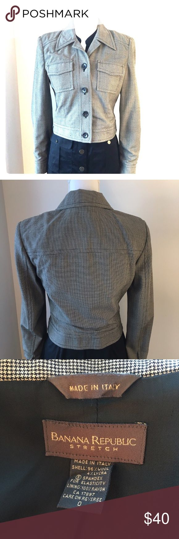 Banana Republic Black & Khaki Blazer in Size 0 Banana Republic Black & Khaki Checkered Stretch Blazer in a size 0.  Super fitted look, while still being comfortable & stretchy. Paired in pic with Safari dress sold in another listing. Banana Republic Jackets & Coats Blazers