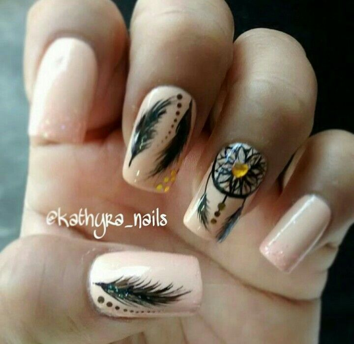Uñas con plumas #nails #plumas #atrapasueñonails