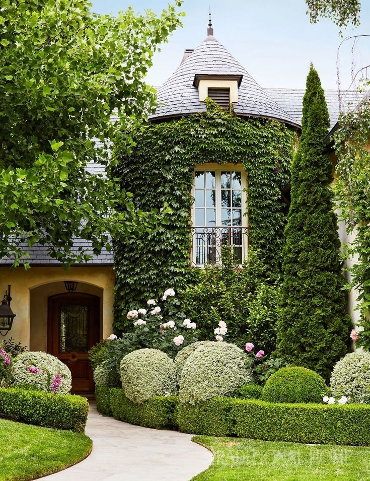 An Interior Designer Follows Her Passion Outside Learning Gardening From The Ground Up Creative Lands Landscape Plans California Garden Backyard Landscaping