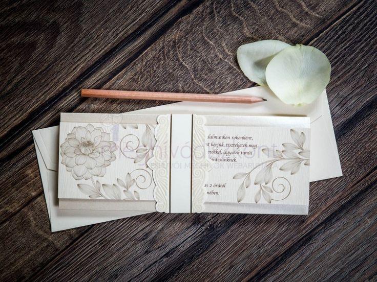 Elegáns, harmonikaszerűen összehajtogatható meghívó, melynek eleje matt krémszínű, drappos-barna virágmotívumokkal díszítve. Hátoldala gyöngyház krém színű. Összehajtás után egy bársony tapintású dombornyomattal ellátott papírgyűrű tartja össze, melyre a címzett nevét lehet ráírni.