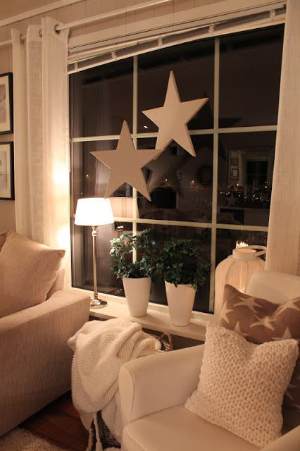 Schöne Fenster Dekoration.  Tischlampe Sterne Blumen.  Romantisch. Auch für Weihnachten (Diy House Christmas)