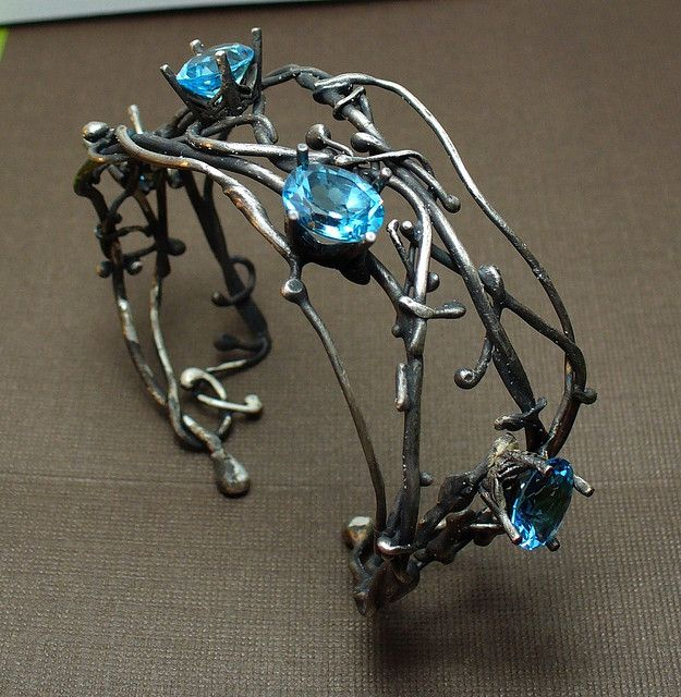 Lunasa Designs. Consider making entie cuff in wire. Alter shape? Use elevation to give dimension.