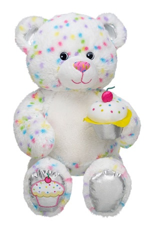 adorable! i own a couple build a bears~ a orange cat and a bunny but no bears. got them at yard sales. would like to own a build a bear bear but the bears are expensive on ebay :/