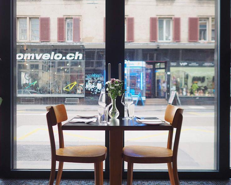 Clash ist das neue Restaurant der Gegensätze in Zürich. Zwischen Europaallee und Langstrasse streichelt Fine-Dining den Schweinebauch und Sushi verguckt sich in Speakeasy.