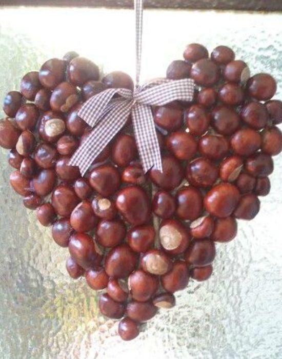 DIY: íme a legklasszabb kopogtatók gesztenyéből. Hazelnut Heart