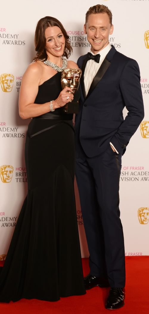 Tom Hiddleston with Suranne Jones, winner of the Leading Actress award for 'Doctor Foster', in the winners room at the House Of Fraser British Academy Television Awards 2016 at the Royal Festival Hall on May 8, 2016 in London, England. Full size image: http://ww1.sinaimg.cn/large/6e14d388gw1f3oovmgxxqj21jh2bc1kx.jpg Source: Torrilla, Weibo