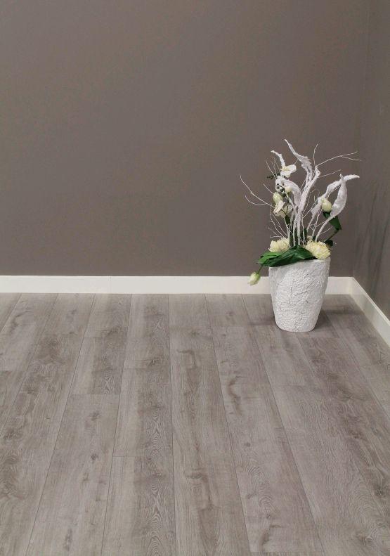 www.AlmaParket.nl vloeren Breda. Een moderne laminaat vloer voor een mooi woon interieur.