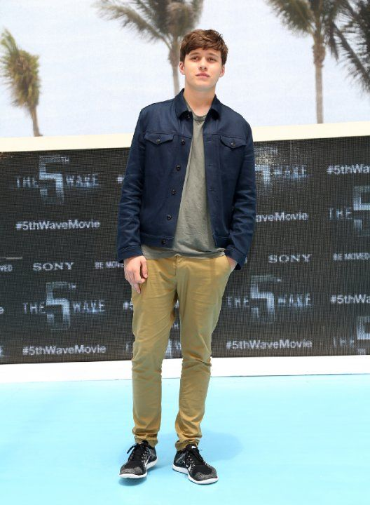 Nick Robinson at event of The 5th Wave (2016)