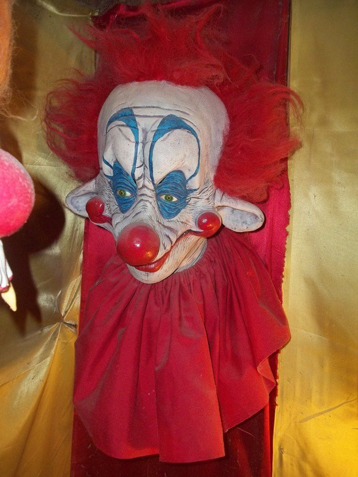 Killer klowns form outer space storefront clown mask for Outer space studios