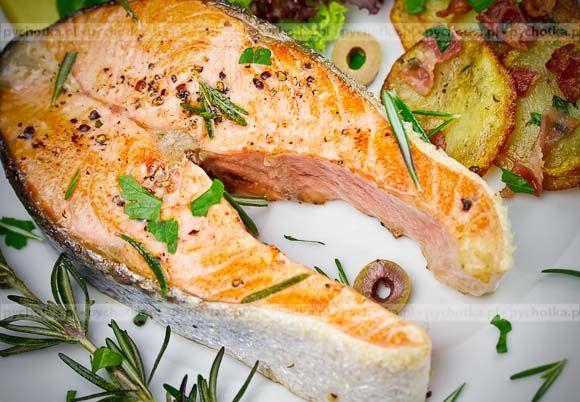 Odkrywamy ciekawe pomysły na ryby. Łosoś wykwintny. Przepis na to danie  zawiera: filety z łososia, brzoskwinie, przyprawy.