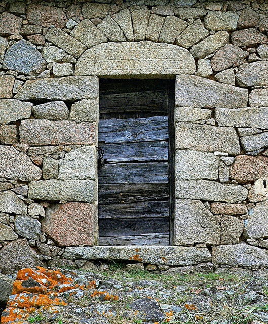 Porta antica #scene #corsica