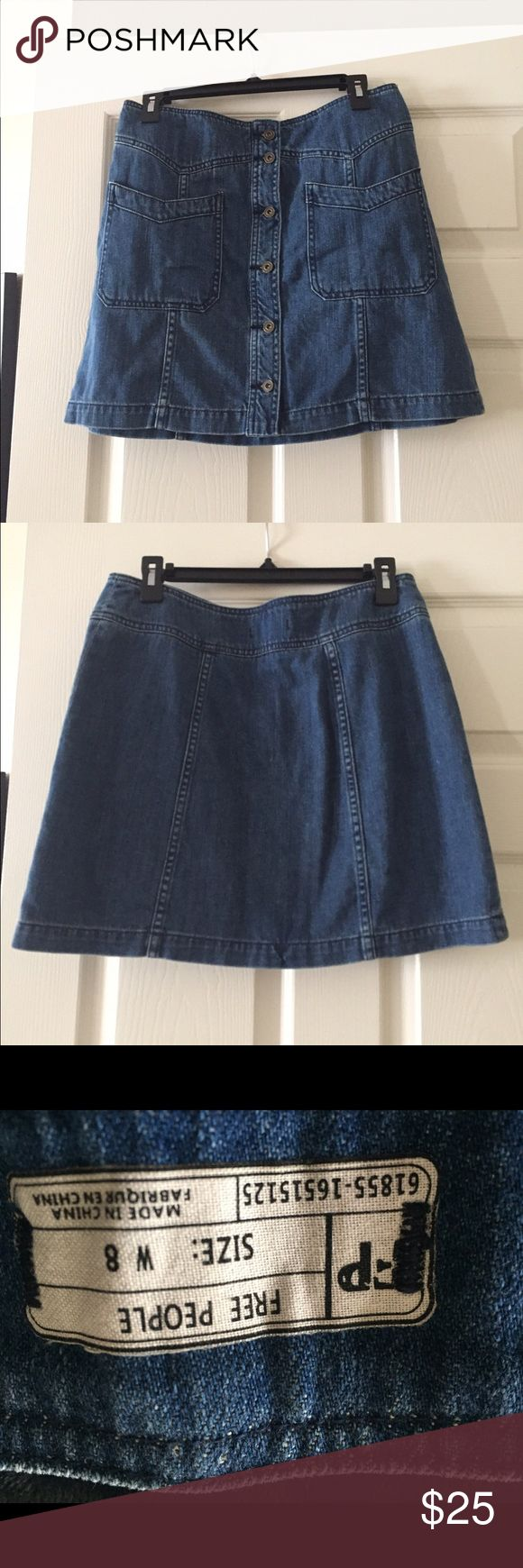 """Medium wash jean mini skirt!!❤️👗 New w/o tags Free People medium wash denim mini skirt w/ button front and two pockets on front ! 16.5"""" from waist to hem! 🎉❤️😄😍 Free People Skirts Mini"""