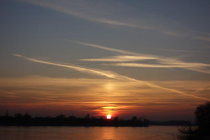 Je hebt nog een week voor onze januari actie, tweede keer zonnen gratis. Je kunt er gebruik van maken als je een kuurkaart 5x of 10x zonnen hebt of nu aanschaft. Juist in januari kun je zonlicht gebruiken. Een mooie zonsondergang boven de Grote Rietplas is mooi maar om gezond de winter door te komen is onze zonnebank een hele goede aanvulling. Blijf vooral wandelen en fietsen rond de Rietplas, daarna 's avonds even bij ons langs. Samen met goede voeding en beweging ben je dan goed bezig.