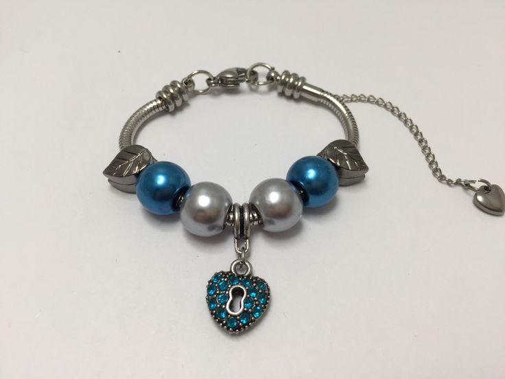Bracelet charm's, acier inoxydable, bleu , avec coeur strass    réf  835 de la boutique perlesacoco sur Etsy