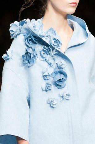 Dettagli: rose di tessuto decorato il soprabito di Scervino