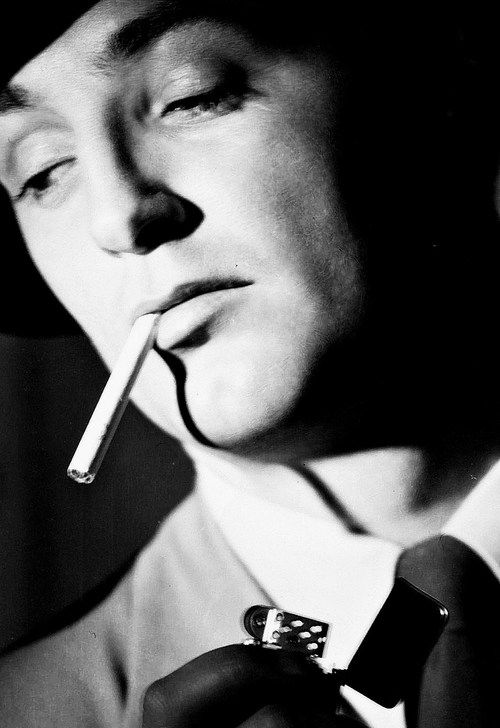 Robert Mitchum in 'Out of the Past', 1947, directed by Jacques Tourneur