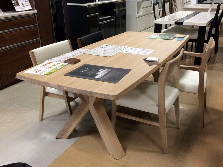 【中間店に新商品入荷!】 雨が続きますね☔ そんななかゾクゾクと新商品が入荷しております♪ 「シギヤマ家具のCITY」シリーズです。 シンプルで洗練されたデザインに木材のあたたかみもある、素敵なダイニングテーブルです。 http://www.outlet-riverp.com/items/1039/