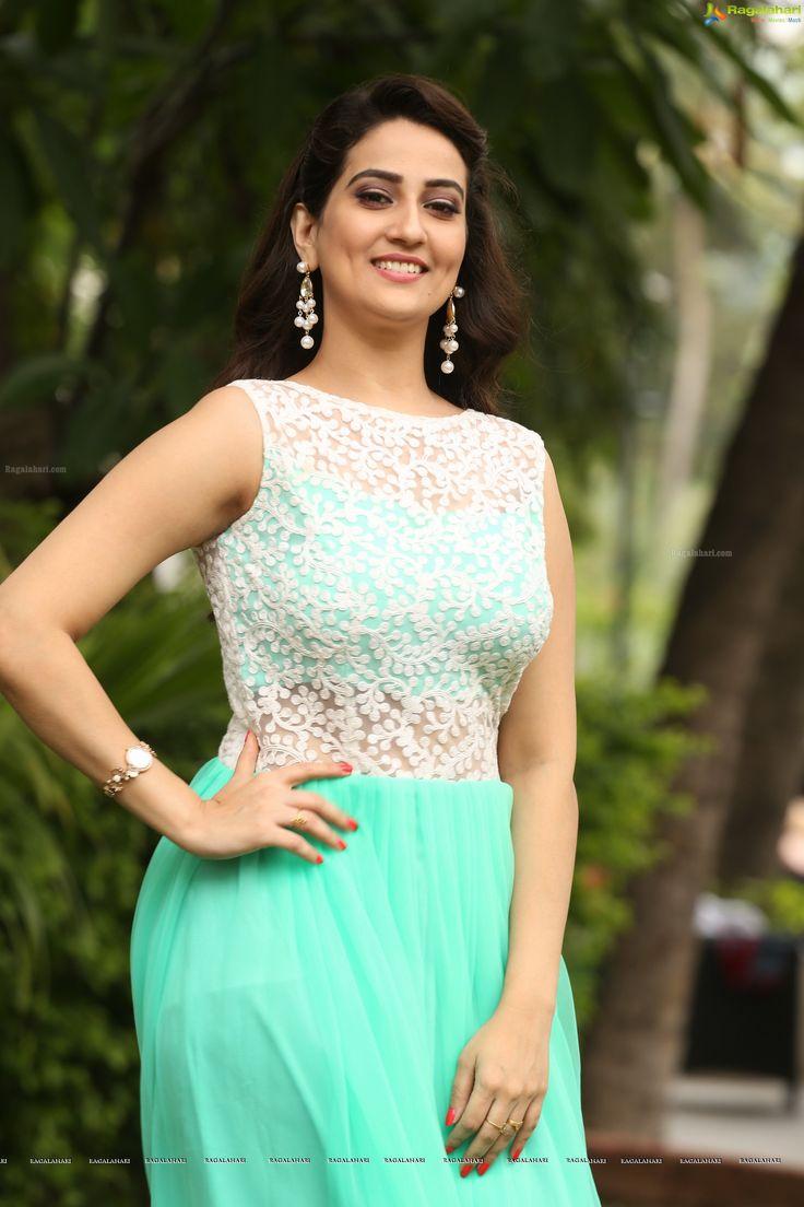 Beautiful Telugu Anchor Manjusha High Definition Photos