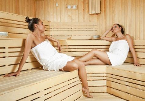 """Jedinečný pobyt pro DVA na 3 a více dní v unikátním """"husarském"""" Hotelu Óbester**** v Debrecínu. Nezapomenutelná relaxační dovolená na východě Maďarska s polopenzí, CELODENNÍ vstupem do lázní a NEOMEZENÝM vstupem do wellness a solné jeskyně!"""