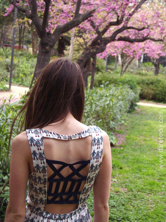 DIY open back strappy dress - Tutorial here -> http://www.daretodiy.com/2013/04/proyecto-diy-strappy-dress.html