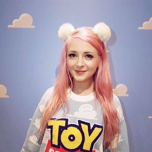 Had honestly THE BEST DAY touring Pixar today!! 🌸⭐️ We saw so much behind the scenes stuff and I even got to do some voice acting over some #FindingDory scenes 😍😍 THERE WILL BE A VLOG FOR SURE!! Can't wait to show you guys!! 🙌⭐️💕 finding dory is out on DVD on the 28th 💕💕 #toystory #pixar #joyrich