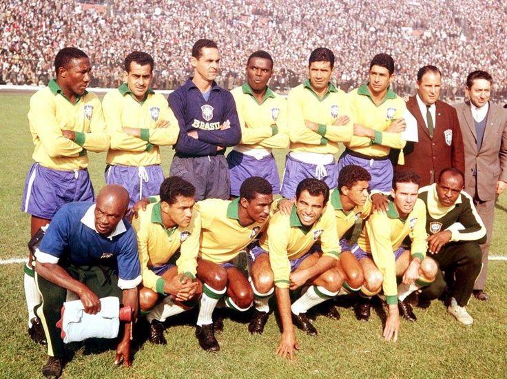 Brasil (1961/62):  Djalma Santos, Zito, Gilmar, Zozimo, NiltonSantos, Mauro; Garrincha, Didí, Vavá, Amarildo e Zagallo.
