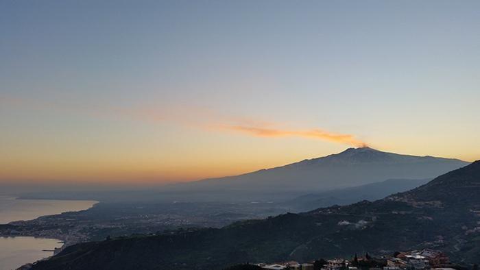 La nostra amata #Etna ospiterà a maggio un appuntamento di importanza internazionale: il summit mondiale delle Guide Alpine di tutto il mondo. Quale posto migliore, nel cuore della #Sicilia?