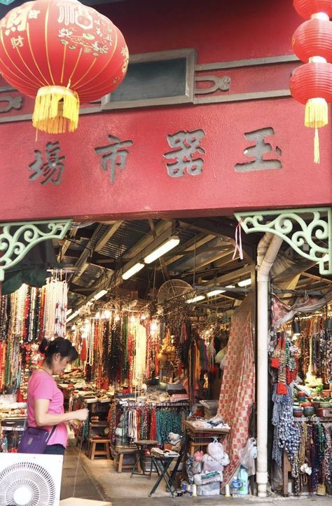 One day in Kowloon, Hong Kong: Dim Sum and Markets. A full itinerary with top things to see and do in mainland Hong Kong on a short trip. Hong Kong trave | Markets | Temples | Oriental | Restaurants | Solo travel in Asia