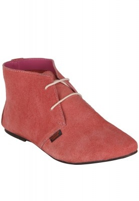 Get ready for those hot party evenings by donning these pink coloured boots from Carlton London. Stylishly designed, these boots feature a flat sole which counts for a comfortable fit. Pair these boots with a knee-length party dress for a trendy look.