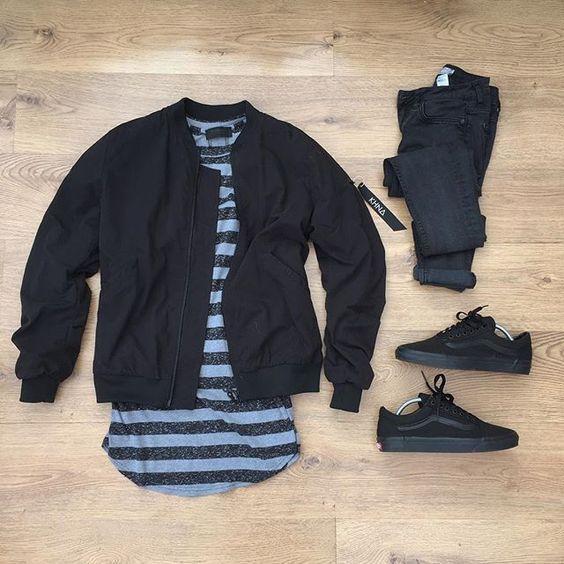Jaqueta Masculina. Macho Moda - Blog de Moda Masculina: Jaqueta Masculina: 5 modelos que estão em alta pra 2017. Moda Masculina, Moda para Homens, Roupa de Homem, Moda Masculina Inverno 2017, Roupa de Homem Inverno, Jaqueta Bomber Preta, Calça Preta, Vans Old Skool All Black, Camiseta Listrada Masculina