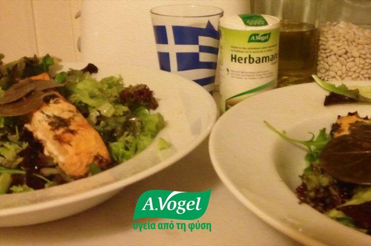 Σαλάτα με σολωμό, καπαρόφυλλα, λιαστές ντομάτες, άνηθο, ελαιόλαδο, ξύδι και θαλασσινό αλάτι Herbamare, με12 διαφορετικά φρέσκα λαχανικά βιολογικής καλλιέργειας,βότανα (σέλινο,κάρδαμο, σκόρδο,κρεμμύδι,μαϊντανός,λυκίσκος, δεντρολίβανο,βασιλικός,μαντζουράνα), φύκη Kelp και ιώδιο.  www.avogel.gr  http://www.avogel.gr/product-finder/avogel/herbamare_original.php