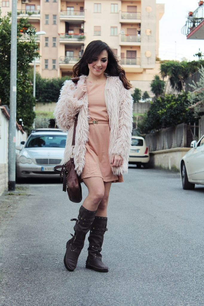 LOOKS || Pastels colors || Nude fur jacket, Balenciaga & Indian boots | The Fashion Coffee