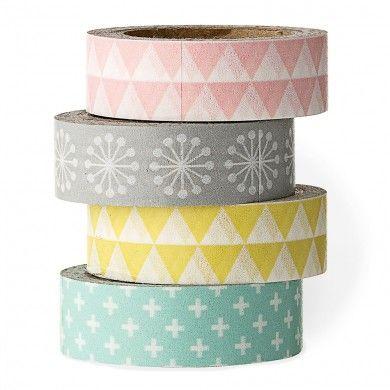 Set de quatre rouleaux de masking tape habillés de couleurs tendre et de motifs géométriques.(turquoise, rose, jaune et gris) Le masking tape est un ruban de papier adhésif aux couleurs pimpantes, il se colle, se décolle et se recolle pour tout décorer !Il égaye une enveloppe, personnalise un paquet cadeau, met en valeur des photos ou customise les objets de tous les jours selon votre inspiration...Suivez celienpour découvrir d'autres idées ! Bloomingville, est une marque Danoise qui ...