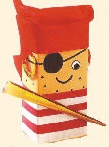 Traktatie van pakje sap verpakt als stoere piraat