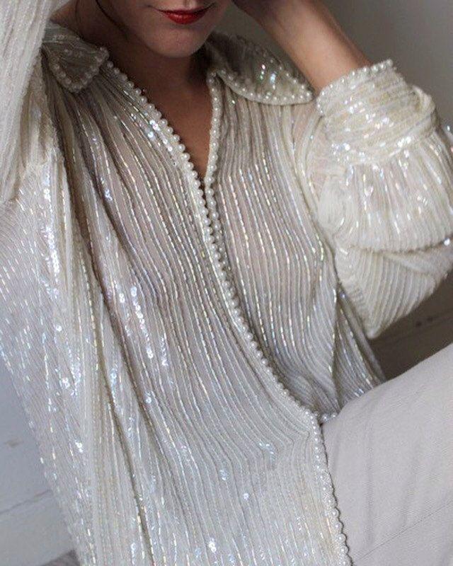 Ambiance Scandale / Longue Chemise Vintage / Ivoire / Perles / Sequins / Soie / Veste Fluide /  Blouse de la boutique LARELIGIEUSE sur Etsy