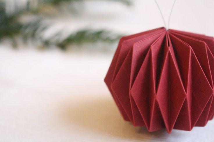Baumschmuck: Kugeln - 3 Weihnachtsbaumkugeln in rot - ein Designerstück von moi_christin bei DaWanda