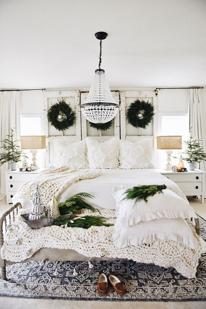 Rustic Cozy Christmas Bedroom With Images Master Bedrooms