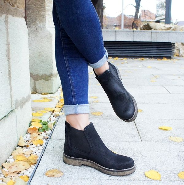 casual  black boots