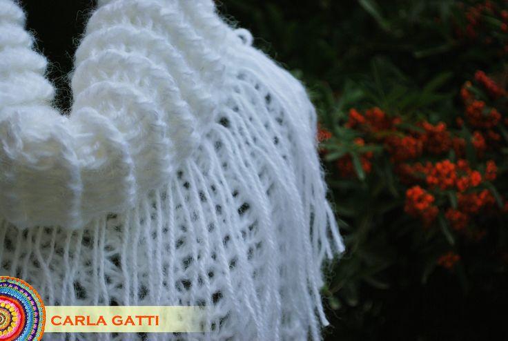 Poncho Paloma. Tejido en crochet con lana mohair color blanco. Se puede usar con o sin el cuello!! Por consultas comunicate conmigo, visitando mi blog: carlagatti.blogspot.com.ar y mi Facebook: Carla Gatti Patagonia Tejidos