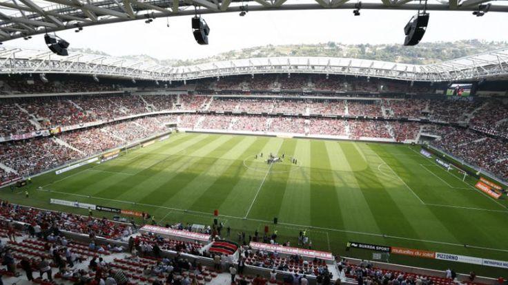 Les 10 stades de l'Euro 2016 | L'Allianz Riviera de Nice, inaugurée en 2013, dispose d'une capacité d'accueil de 35.624 places. 3 matches de poules et un huitième de finale sont programmés dans cette enceinte des Alpes-Maritimes.