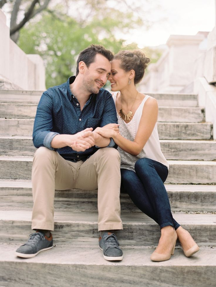 Gorgeous DC spring time engagement photos | Photograph by Lisa Ziesing for Abby Jiu Photography