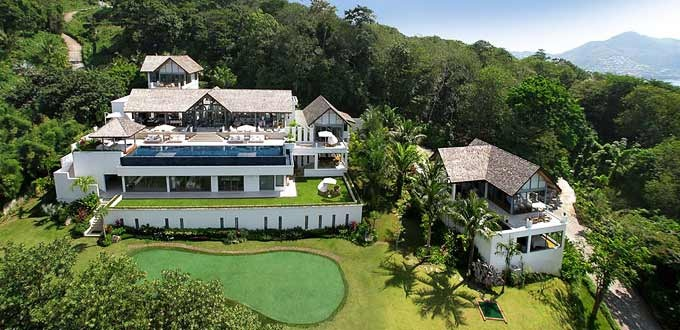 Ayara Surin - Villa Chan Grajangin Phuket,Thailand. Enjoy total privacy for your friends or family of 12 at the three-hole putting green plus other indoor entertainment too!    http://www.thevillaguide.com/villa/ayara-surinvilla-chan-grajang.aspx