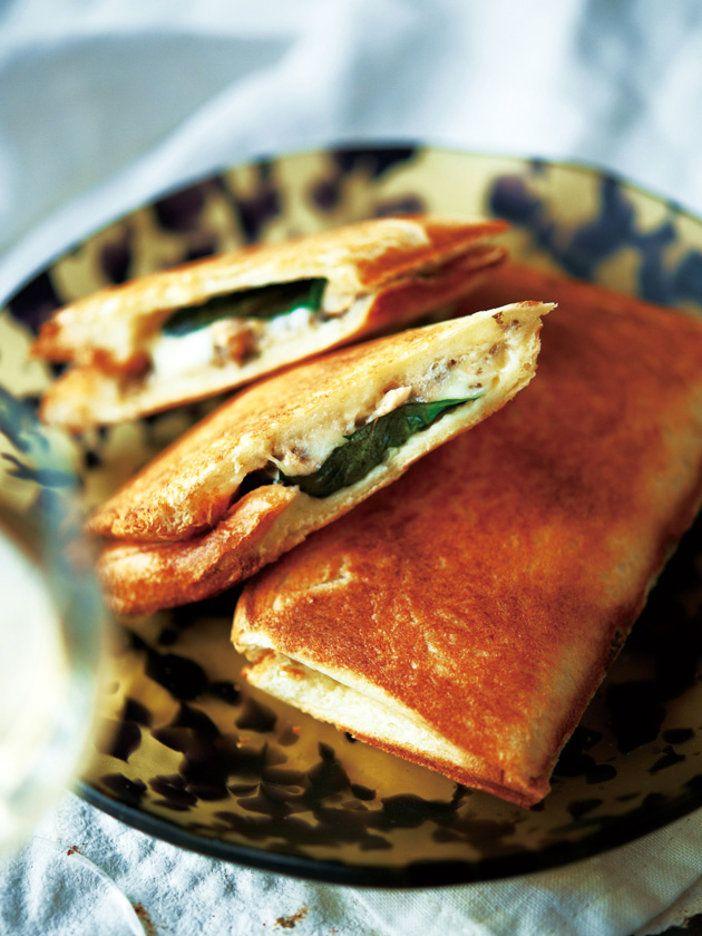 とろ~りチーズとバジルの香りで食欲アップ!|『ELLE a table』はおしゃれで簡単なレシピが満載!