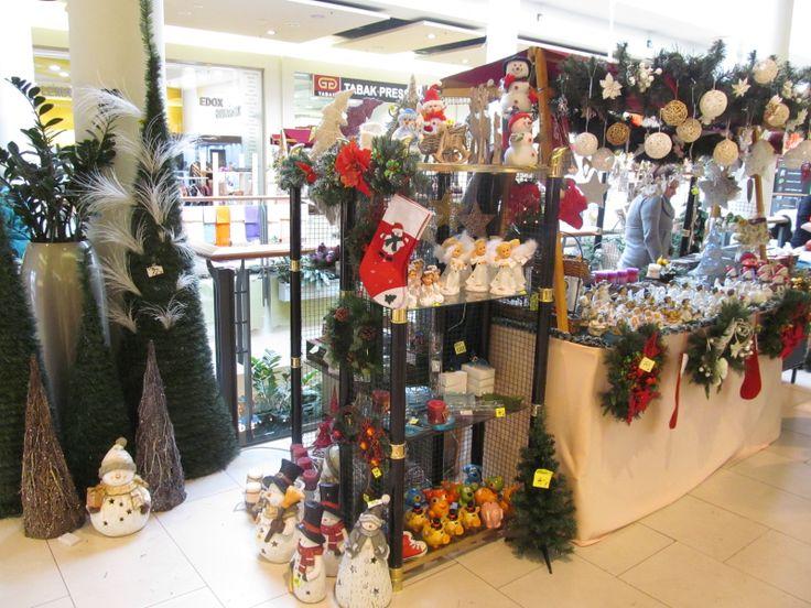 vianočné ozdoby a sviečky