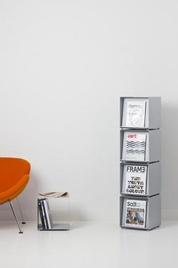 Box01 - Accessoires | Ceka Office Group kantoorinrichting.  Brochurebox maakt deel uit van het opbergsysteem Box01. De brochureboxen zijn eenvoudig stapelbaar en hebben magnetische voeten. Achter het inklapbare brochurepaneel is opbergruimte voor extra brochures. Combinaties met andere opbergoplossingen uit het opbergsysteem Box01 zijn uiteraard mogelijk. De brochurerand is 30 mm diep. Een helder ontwerp, overal op zijn plek.  Kijk op www.ceka-office-group.nl voor meer informatie.