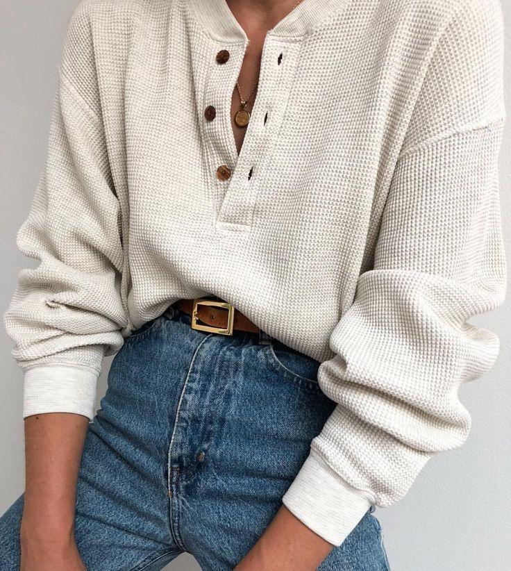 lässige weiße lange Ärmel mit Knöpfen und Jeans mit hohem Bund. Besuchen Sie Daily Dress Me